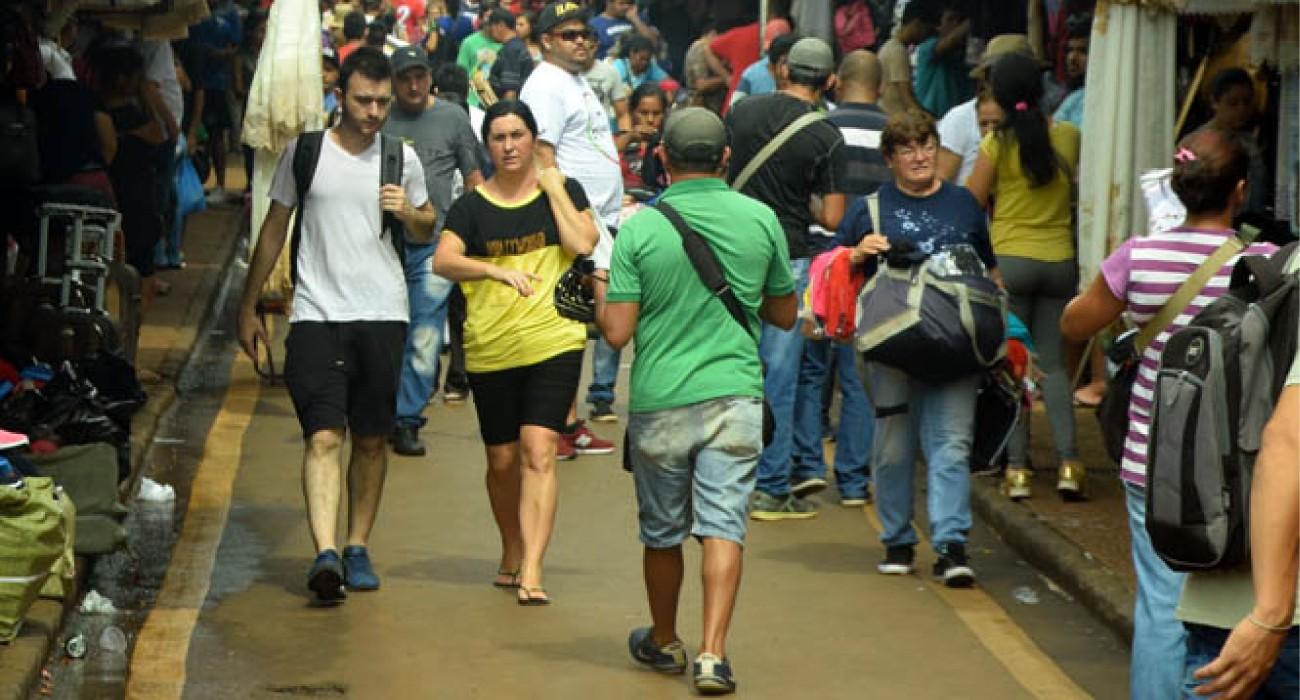 Muchos turistas, pero pocas ventas en el microcentro esteño